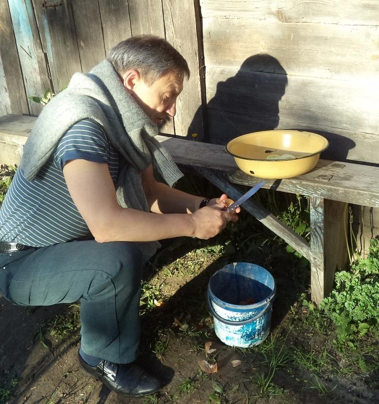 Скупая мужская сслеза: чистим лук и душу