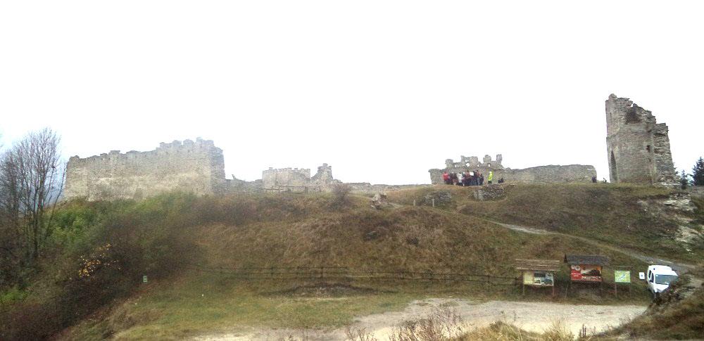 Защитники крепости поливали склоны горы водой...